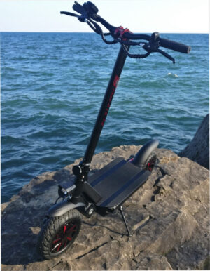 Max ATS 2.0 E-Scooter on a rock by the lake.