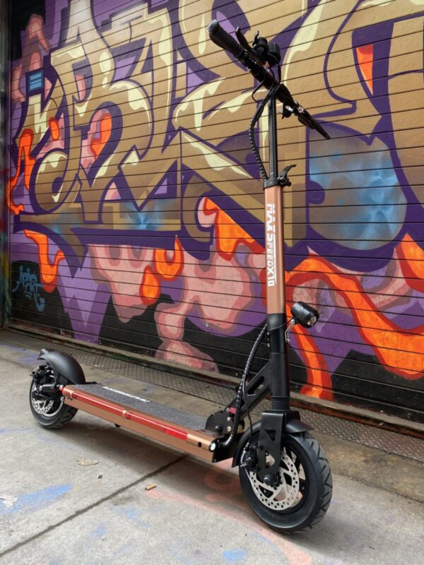 Maxspeed X10 E-Scooter in front of graffiti.